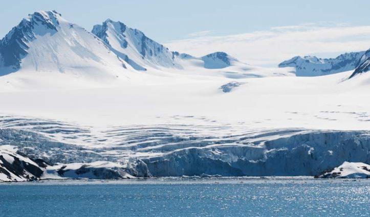 Spitsbergen-glacier-Alex-Burridge725-x-440