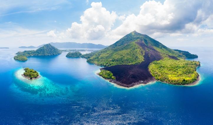 Banda Islands Moluccas archipelago Indonesia, Pulau Gunung Api