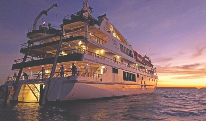 Careening Bay Sunset Coral Adventurer