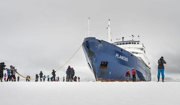 Plancius-Exterior-Ship