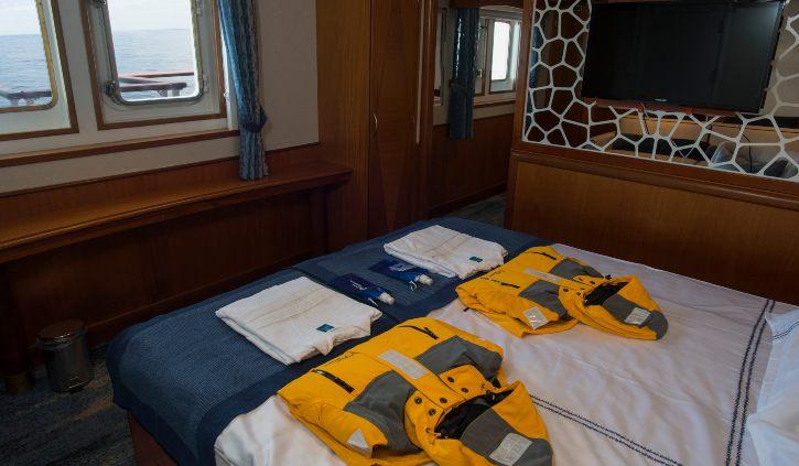 Suite - Bed with Window ocean adventurer resize